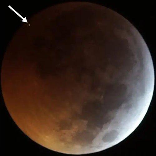 Video Nguyệt thực bắt được thiên thạch đánh vào mặt trăng 3